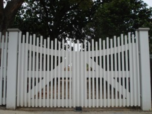 Timber Batten Gate Mentone - Electric