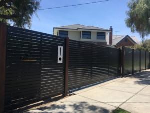 HORIZONTAL SLAT SLIDER - MATT BLACK - PARKDALE WITH KEYPAD