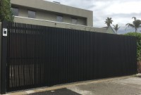 SLIDING GATE – VERTICAL BATTENS – MANNEX BLACK – BRIGHTON