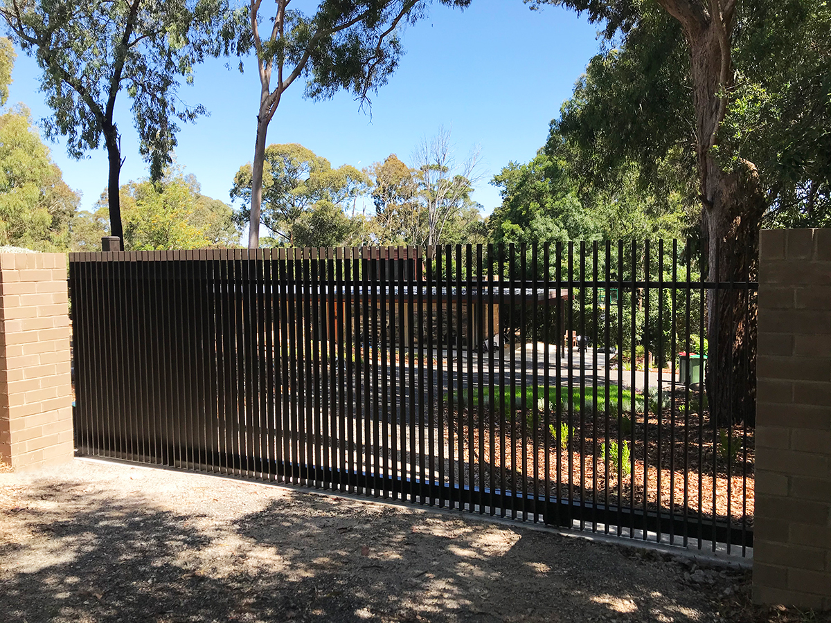 image of fin styled sliding gate in epping